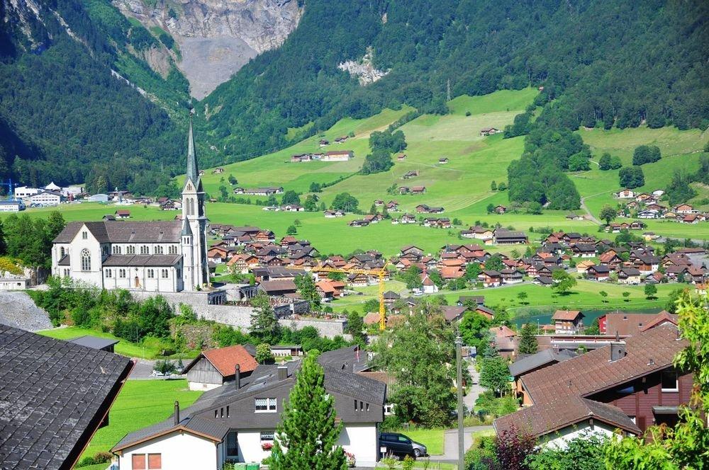 山间小镇里的教堂