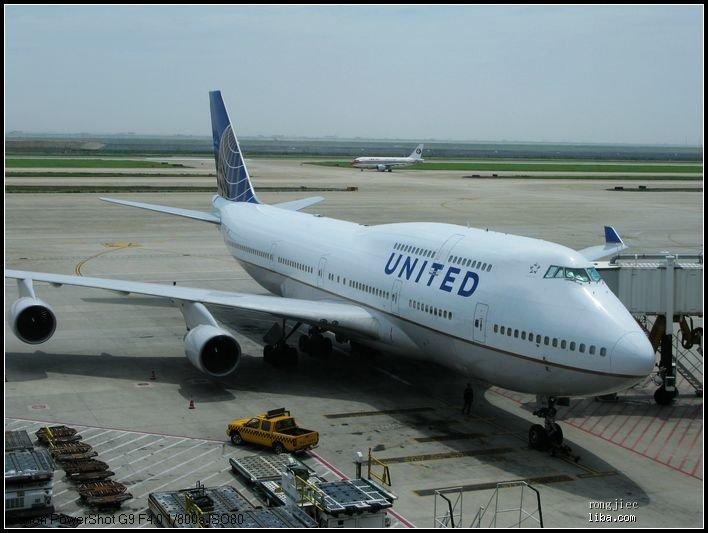 到了机场排队人不多,托运行李
