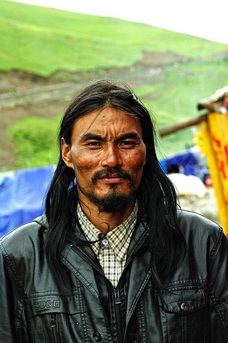 剽悍的康巴藏族汉子,诸关林说这张脸看上去吓势势.
