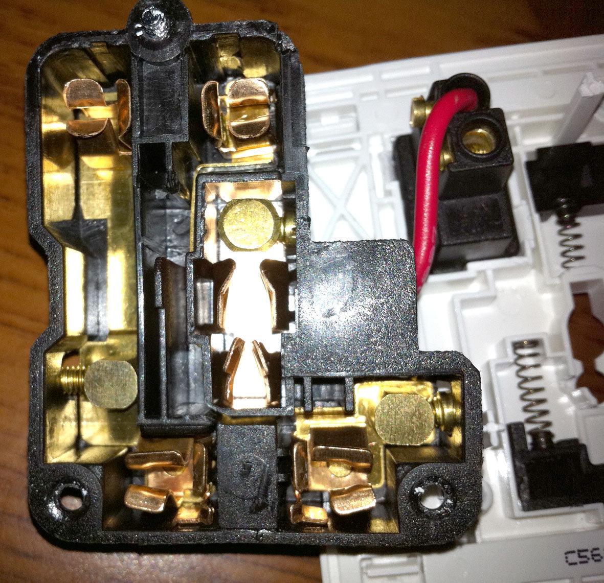 请帮我看看施耐德多功能五孔带开关插座真伪