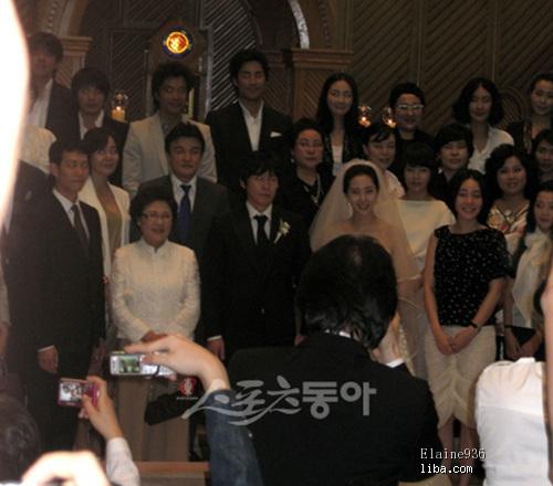 韩国明星结婚照_中国球员高健迎娶韩国空姐裴永恩美艳似明星