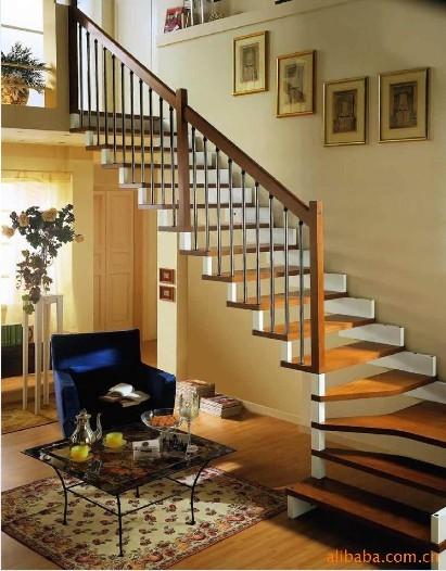 楼梯下面准备做些柜子