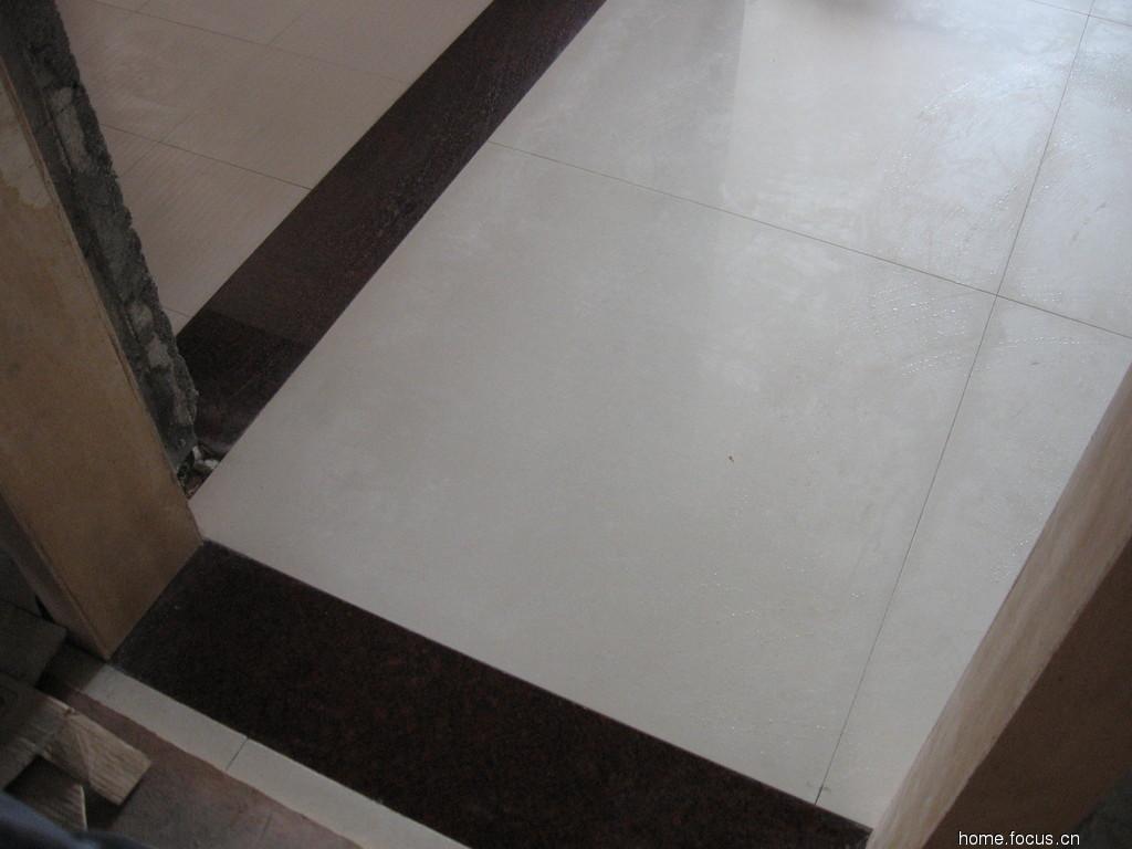 阳台,厨房都是地砖,怎么和地板连接起来的,是否一定要使用门槛石?