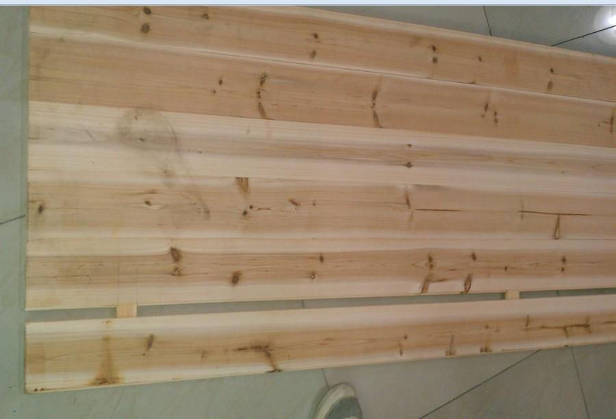 小房间做榻榻米用杉木板好还是细木工板好?