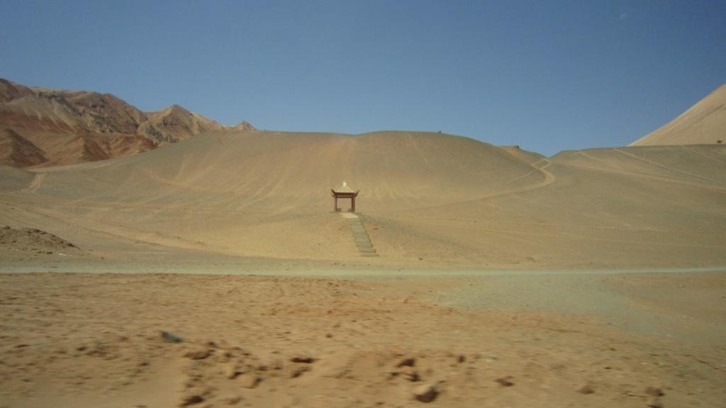 有多种用途,可作地毯,床毯,装饰品,也可作为马,骆驼等乘骑工具的披毯.