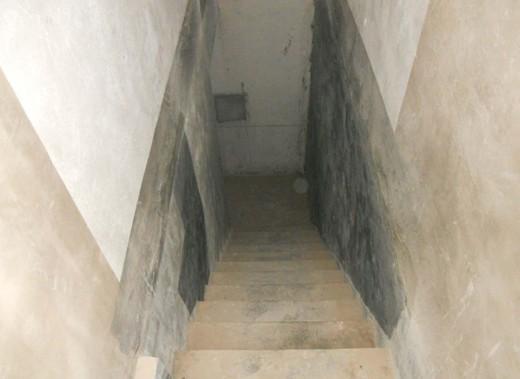 通往 地下室