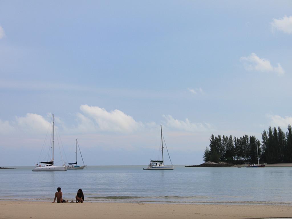情侶頭像背影藍色海邊