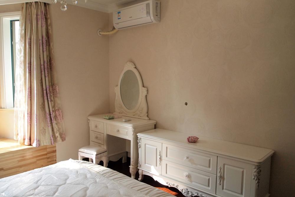 桂隆/主卧室,为了环保也都刷了硅藻泥,装空调的师傅说他一开始还...