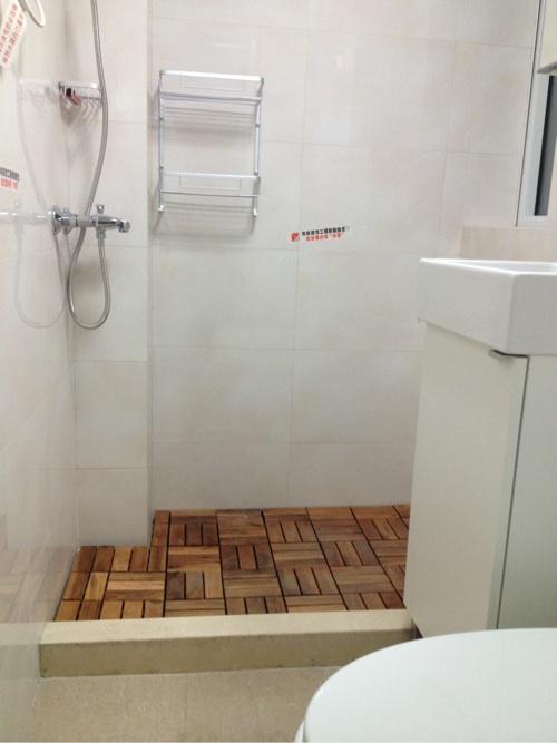 请教 现在淋浴房的地面装修都是哪种形式高清图片