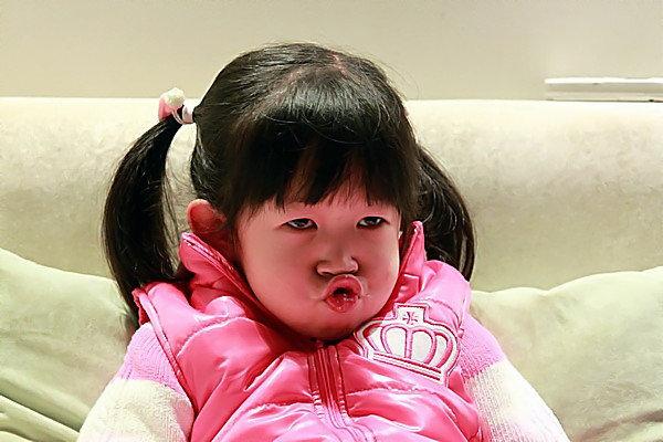 欧美小女孩撅嘴头像