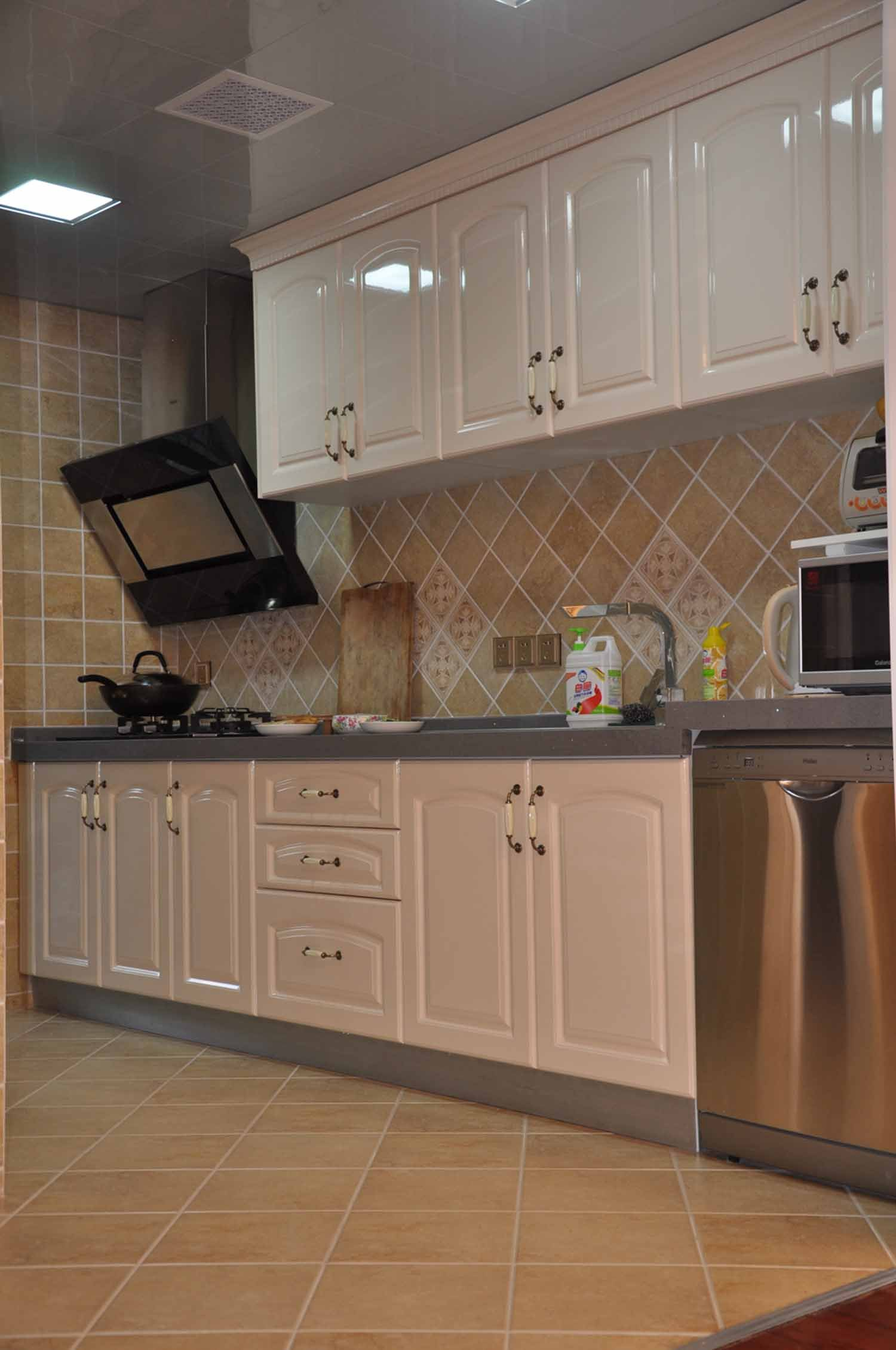 欧式厨房小户型贴砖