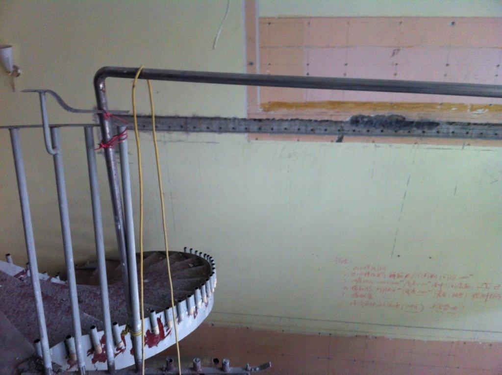原来的钢结构旋转楼梯