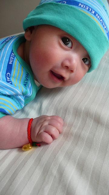 谁发几个可爱胖宝宝图片给我看看!