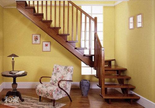 纯色的实木楼梯颜色搭配好
