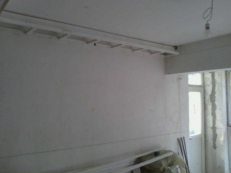 客厅东墙灯带吊顶