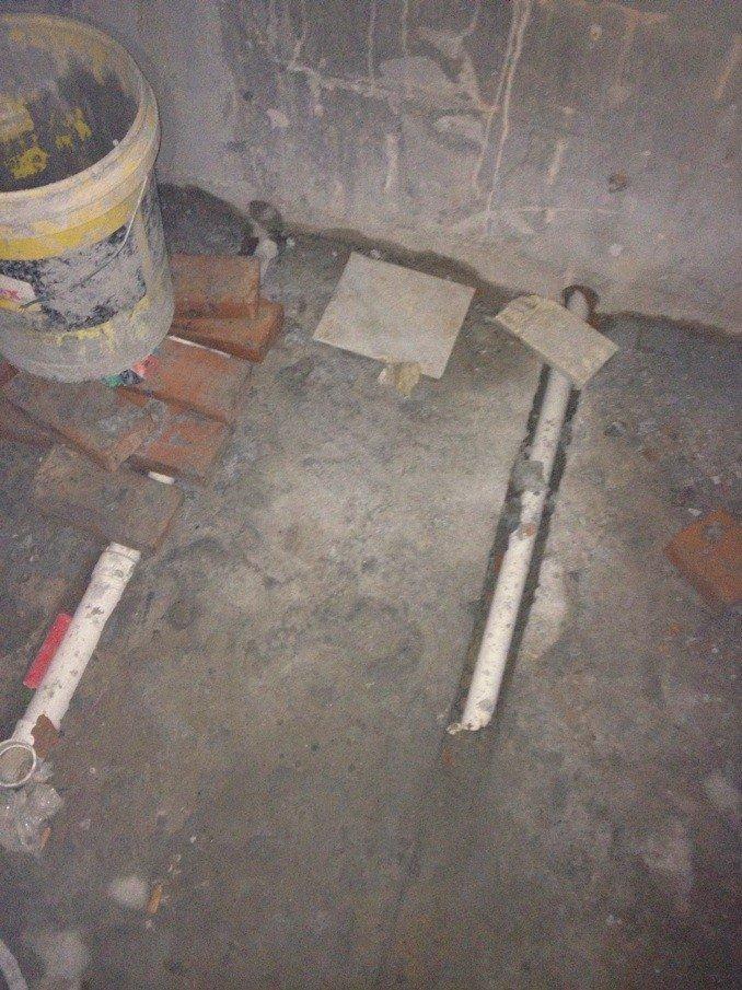 发现我家的卫生间排水管排的有问题