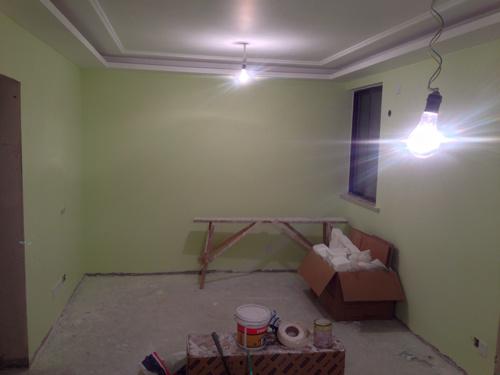淡绿色的墙面配什么颜色地板