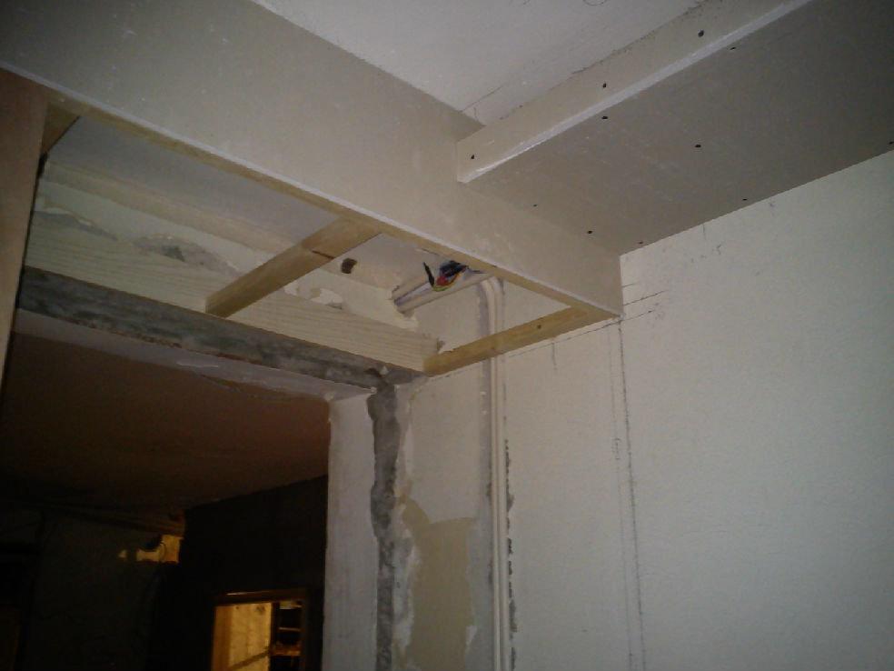 客厅门洞上的一小段吊顶