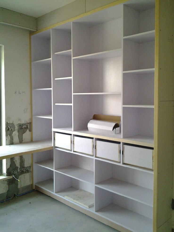 书柜正面,应该能放得下我那十几箱的书吧