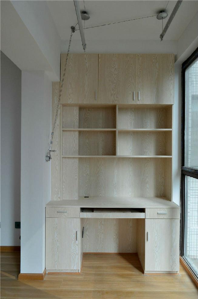 同樣為了利用空間,陽臺上的柜子也是必須的.圖片