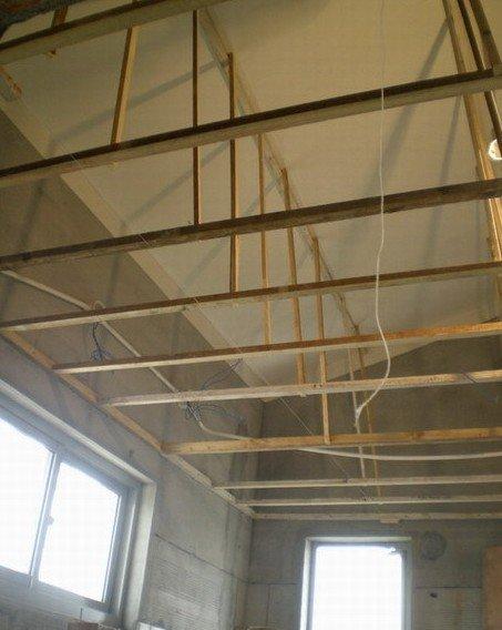 主卫卫生间的吊顶木龙骨框架已经做好了