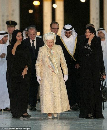 迪拜清真寺穿衣打扮