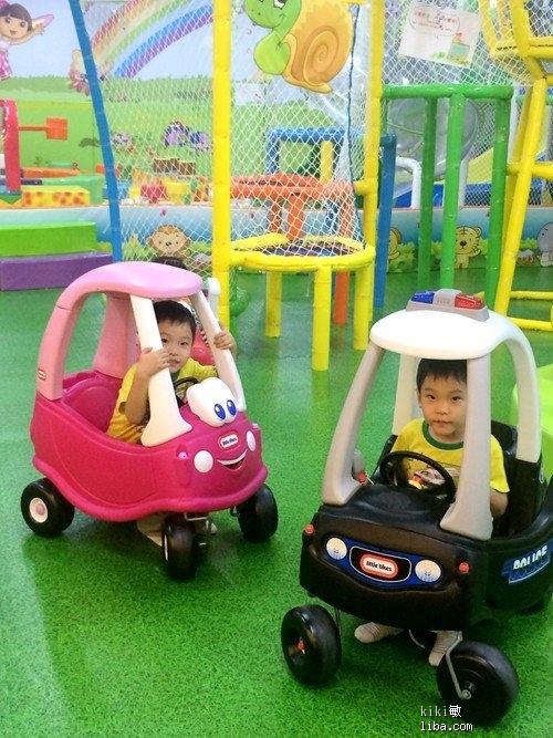 游乐园开小车s.jpg