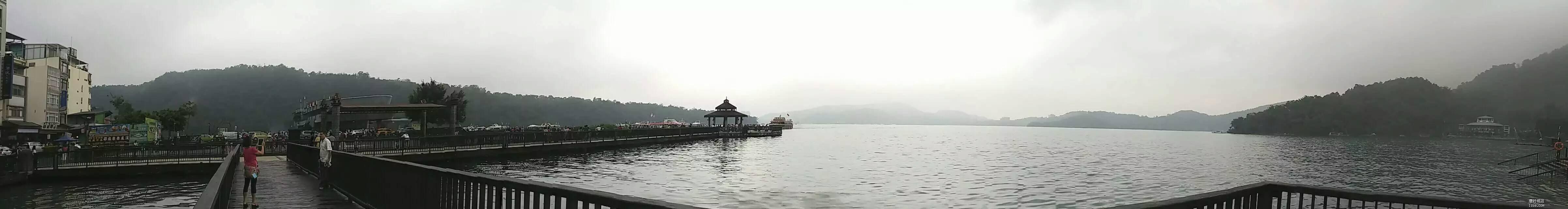 阿里山雨中全景图.jpg