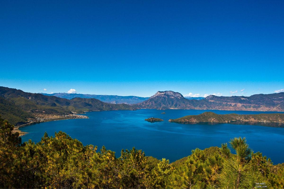 泸沽湖全景2.jpg