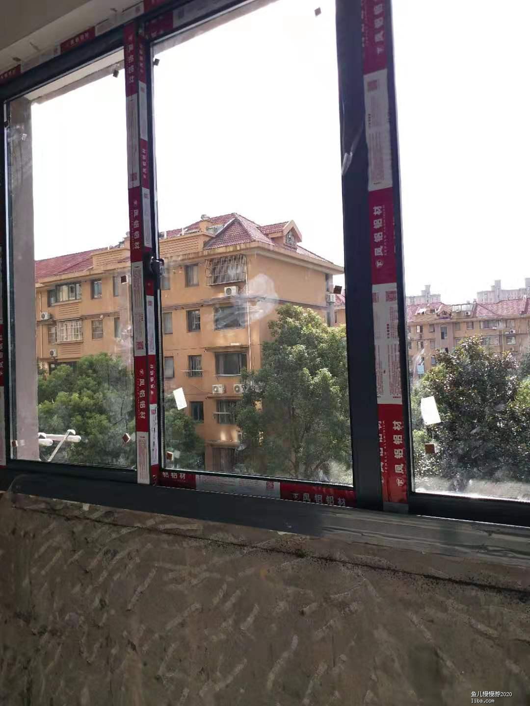 阳台窗子.jpg